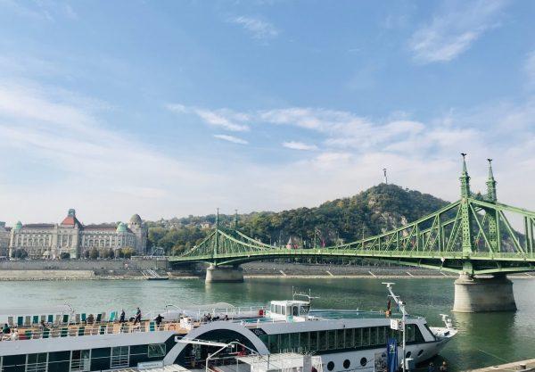 bridges over danube in budapest
